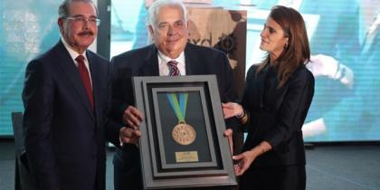 Asociación de Industrias rinde un homenaje a don José León